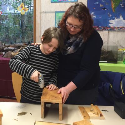Nistkasten-Bauaktion in der Zooschule Landau
